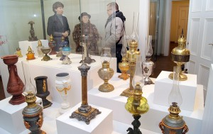 Ekspozycja zabytkowych lamp naftowych w Muzeum Powstania Styczniowego ma również swoje logiczne uzasadnienie — wynalazcą lampy był Ignacy Łukasiewicz, który wspierał powstańców Fot. Marian Paluszkiewicz