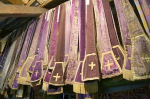 Każdy centymetr wolnej przestrzeni wykorzystano do przedstawienia ekspozycji szat liturgicznych Fot. Marian Paluszkiewicz