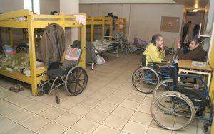 Ostatnio do noclegowni zwraca się coraz więcej osób niepełnosprawnych Fot. Marian Paluszkiewicz