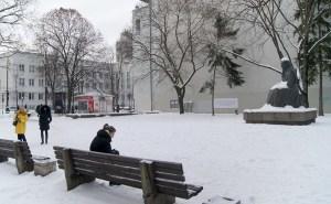 """Przy ulicy Mickiewicza była restauracja """"Zacisze"""", obecnie stoi tu pomnik litewskiej pisarki Žemaitė Fot. Marian Paluszkiewicz"""