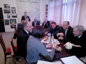 Podczasdyskusji z partnerami z powiatubialskiego