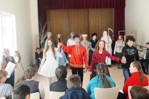 Tradycyjnepostacie zapustowerozbawiły widownię,anawet porwały dowspólnego tańca