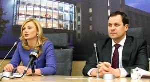 Przedstawiicele AWPL – europoseł Waldemar Tomaszewski i posłanka Rita Tamašunienė – liczą, że ich partnerzy koalicyjni dotrzymają słowa i spełnią oczekoiwania polskiej mniejszosci Fot. Marian Paluszkiewicz