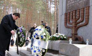 Litewski minister spraw zagranicznych Linas Linkevičius złożył wieniec przy memoriale w Ponarach Fot. Marian Paluszkiewicz