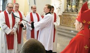 Księża przysięgają Mu posłuszeństwo Fot. Marian Paluszkiewicz
