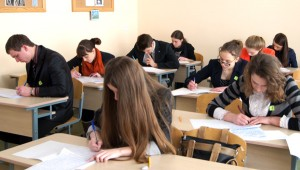 Już za miesiąc uczniowie zasiądą do poważniejszego sprawdzianu — egzaminu dojrzałości z języka angielskiego Fot. Marian Paluszkiewicz