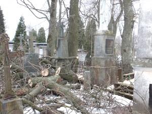 Od wielu lat Polacy bez skutku ubiegali się u władz o uporządkowanie cmentarza     Fot. archiwum