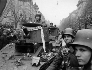 Litewskie czołgi na ulicy Mickiewicza Fot. archiwum