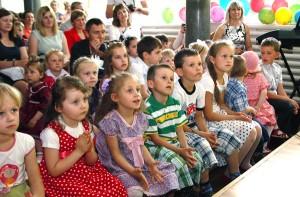 Finaliści konkursu z podziwem oglądali świetny koncert gospodarzy Fot. Marian Paluszkiewicz
