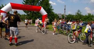 W ramach projektu nowo nabyte 20 rowerów by_y wykorzystane w zawodach, w duatlonie, który sk_ada_ si_ z trzech cz__ci bieg + jazda rowerem + bieg.