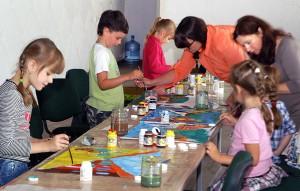 Każde dziecko jest zdolne, każde chce i potrafi malować Fot. Marian Paluszkiewicz