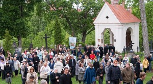 Podczas każdego odpustu las rozbrzmiewa śpiewem i modlitwą Fot. Marian Paluszkiewicz