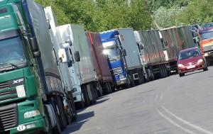Kilometrowe kolejki litewskich TIR-ów tradycyjnie zwiastują kolejną wojnę gospodarczą Rosji przeciwko litewskim eksporterom Fot. Marian Paluszkiewicz