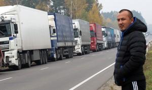 Po odwołaniu rosyjskiej blokady ruszyły kilometrowe kolejki litewskich TIR-ów na przejściach granicznych z Rosją Fot. Marian Paluszkiewicz