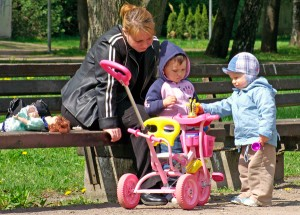 Każda legalnie pracująca matka ma prawo do urlopu macierzyńskiego Fot. Marian Paluszkiewicz