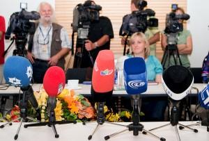 Inicjatywę śledczą przejmują dziennikarze i ujawniają, że informacja z tajnego dokumentu wyciekła do mediów właśnie z prezydentury   Fot. Marian Paluszkiewicz