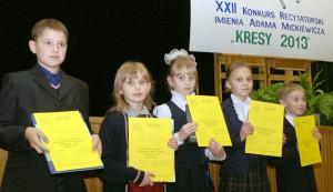 """Najmłodsza grupa laureatów XXII edycji konkursu """"Kresy 2013"""" Fot. Marian Paluszkiewicz"""