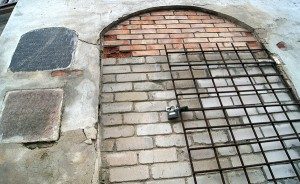Za zamurowanie dziury o powierzchni około 0,3 mkw zapłacono 500 litów... Fot. Fot. Marian Paluszkiewicz