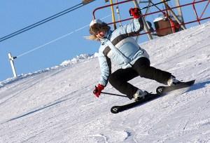 Zjezdżanie na nartach to zastrzyk adrenaliny i pozytywnych emocji Fot. Marian Paluszkiewicz