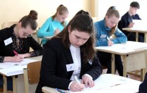 Uczestnicy mieli 2 godziny na pracę pisemną  Fot. Marian Paluszkiewicz