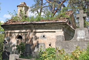 Na cmentarzu jest wiele miejsc wiecznego spoczynku ludzi sławnych, jak też zwykłych, zapomnianych i zaniedbanych Fot. Marian Paluszkiewicz