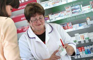 Osobie, która kupuje leki refundowane, aptekarz najpierw powinien zaproponować najtańszy z możliwych wariantów Fot. Marian Paluszkiewicz