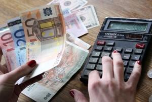 Nieodwołalną decyzją Rady Europejskiej wymiana litów na euro będzie odbywała się według kursu 1 euro — 3,4528 lita    Fot. Marian Paluszkiewicz