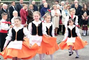 Dzieci bawiły zebranych śpiewem i tańcami ludowymi Fot. Marian Paluszkiewicz