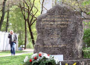W miejscu kaźni Szymona Konarskiego znajduje się duży głaz Fot. Marian Paluszkiewicz