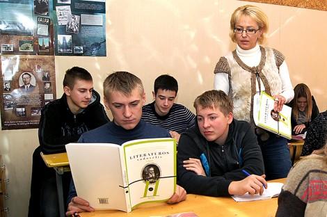 Głównym problemem jest brak nowych podręczników dla szkół mniejszości narodowych, skierowanych na wyrównanie wiedzy uczniów oraz przemyślanych programów nauczania   Fot. Marian Paluszkiewicz