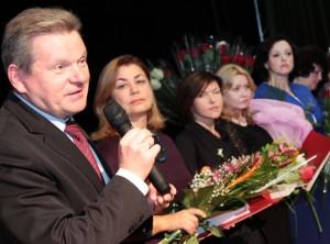 Wicemarszałek Sejmu Jarosław Narkiewicz złożył gratulacje nauczycielom polonistom Fot. Marian Paluszkiewicz