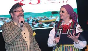 Dominkowi Kuziniewiczowi dostojnie sekundowała na scenie córka Barbara Fot. Marian Paluszkiewicz