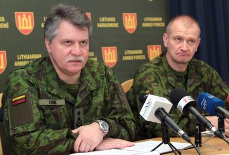 Generał major Jonas Vytautas Žukas oraz generał major Almantas Leika opowiedzieli o wkrótce startujących międzynarodowych ćwiczeniach wojskowych  Fot. Marian Paluszkiewicz