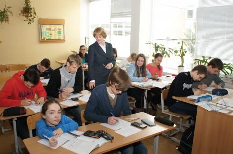 Dzisiaj nauczyciel jest doradcą, przewodnikiem, starszym mądrym przyjacielem uczniów  Fot. Marian Paluszkiewicz