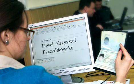 Kwestia pisowni nazwisk polskich na Litwie jest od lat jednym z najbardziej drażliwych problemów w stosunkach polsko-litewskich Fot. Marian Paluszkiewicz