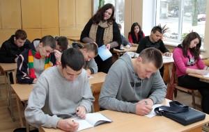 Lekcja języka litewskiego w 1. klasie mechaników samochodowych z Astą Mameniškienė