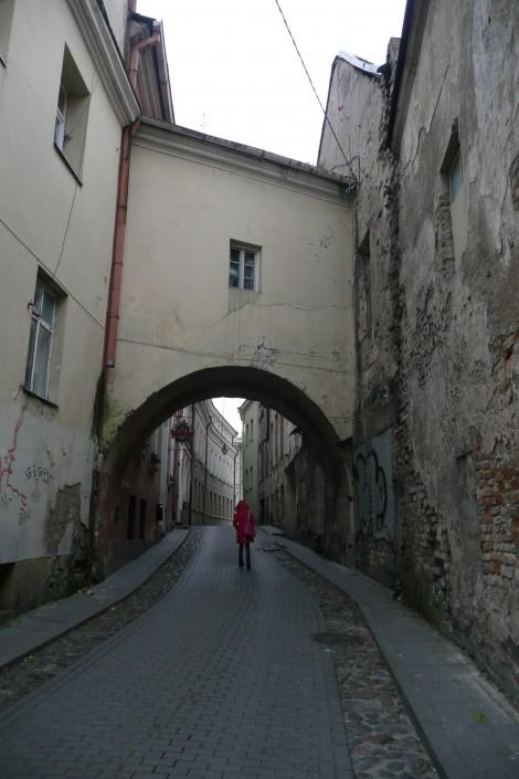 Uliczka św. Kazimierza zachowała wygląd starożytny i posiada arkę z korytarzem nad nią  Fot. Justyna Giedrojć