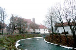 Z ulicy Młynowej roztacza się piękny widok na kościół bernardyński Fot. Justyna Giedrojć