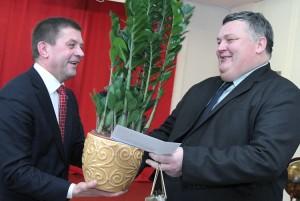 Mer Zdzisław Palewicz gratulował wspólnego sukcesu Fot. Marian Paluszkiewicz