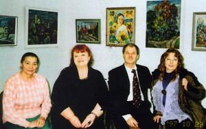 Podczas otwarcia wystawy w Wielofunkcyjnym Ośrodku w Kownie. Od lewa: Franciszka Adamowicz, Hanna Szumiło, Piotr Ibiański, G. Ramonaitė Fot. z archiwum