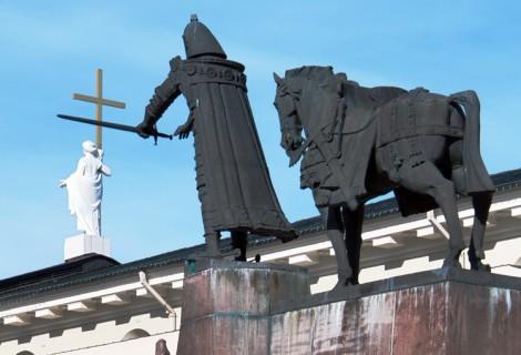 Giedymin na Placu Katedralnym był pierwszym monumentalnym pomnikiem odsłoniętym w niepodległej już Litwie   Fot. Marian Paluszkiewicz