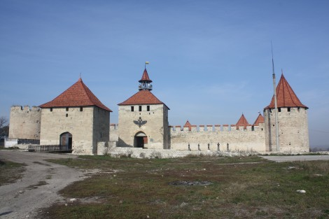 Przynależność miasta Bendery do separatystycznej Mołdawskiej Republiki Naddniestrza podkreśla umieszczony nad bramą zamku herb miasta — dwugłowy orzeł Fot. Waldemar Szełkowski
