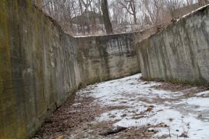 Renowacja opuszczonych i zaniedbanych posowieckich schronów jest zbyt kosztowna, toteż w planach rządu jest budowa nowych pomieszczeń schronowych  Fot. Marian Paluszkiewicz