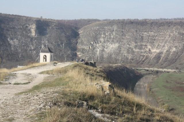 Największe bodajże wrażenie pozostawia kompleks archeologiczno krajobrazowy Starego Orchei, położony na grzbiecie wzgórza, szerokim łukiem otaczającego dolinę rzeki Răut Fot. Waldemar Szełkowski