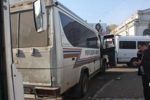 """Dostanie się z Kiszyniowa do nieuznawanej przez Mołdawię Republiki Naddniestrza w zasadzie nie stwarza problemów. Wsiadasz do królującej na mołdawskich drogach """"marszrutki"""" i niedługo już jesteś """"na granicy"""" Fot. Waldemar Szełkowski"""