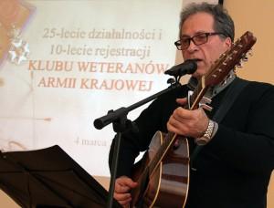 Uroczystość kończyła się występem Jarosława Królikowskiego, który wykonał szereg polskich pieśni żołnierskich Fot. Marian Paluszkiewicz