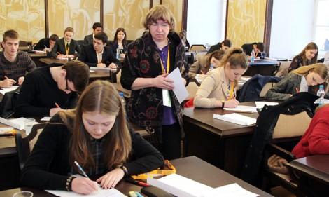 Na Uniwersytecie Wileńskim w środę 18 marca rozpoczęły się pisemne eliminacje XXVI Olimpiady Literatury i Języka Polskiego na Litwie Fot. Marian Paluszkiewicz