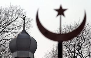 Kopuła meczetu zwieńczona jest półksiężycem z gwiazdą Fot. Marian Paluszkiewicz