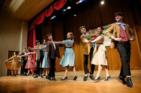Widzowie hucznie oklaskiwali tancerzy, choreografów i kierowników zespołów Widzowie hucznie oklaskiwali tancerzy, choreografów i kierowników zespołów   Widzowie hucznie oklaskiwali tancerzy, choreografów i kierowników zespołów
