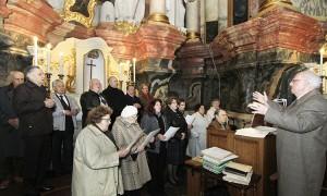 Msza Święta w kościele pw. Ducha Świętego, dyrygent chóru Jan Skrobot Fot. Jerzy Karpowicz